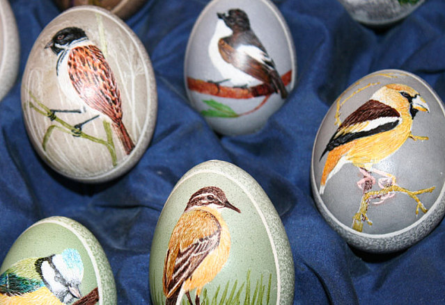fruehlingserwachen kunstvoll bemalte eier und markttreiben
